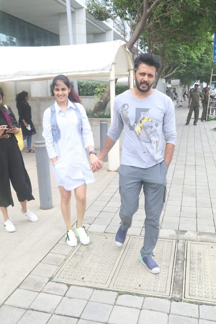 Riteish Deshmukh and Genelia D'Souza snapped at BKC Photos