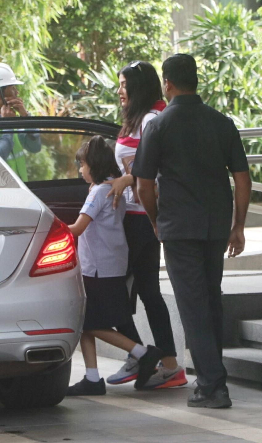Aishwarya Rai Bachchan and Aaradhya Bachchan snapped in Mumbai Photos
