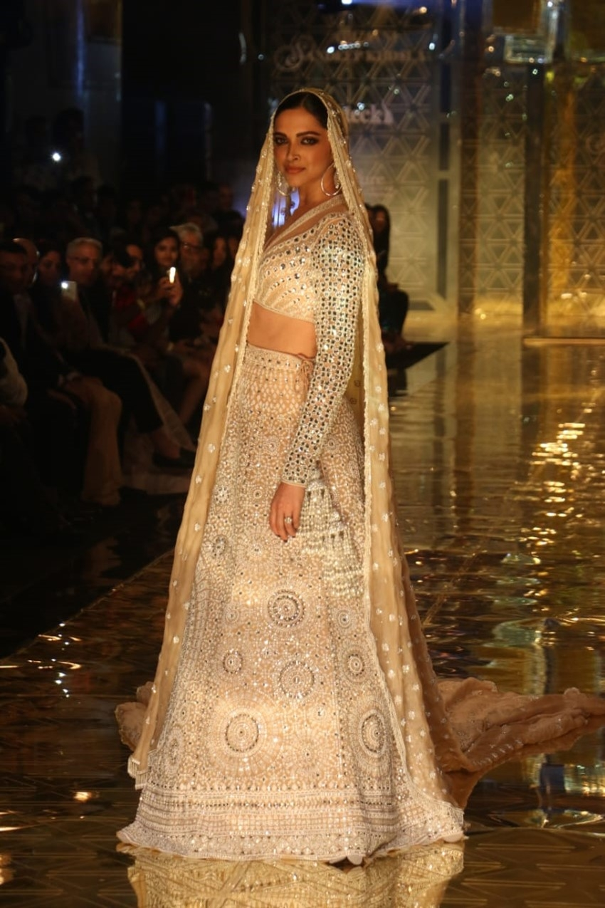 Deepika Padukone Walked The Ramp For Abu Jani & Sandeep Khosla's Fashion Show Photos