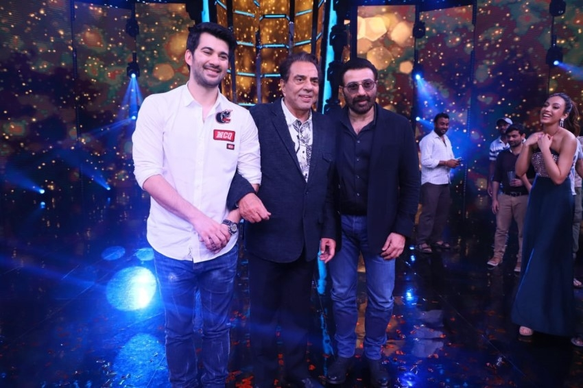 Dharmendra, Sunny Deol, Karan Deol & Sahher Bambba Promote 'Pal Pal Dil Ke Paas' on the sets of Superstar Singer Photos