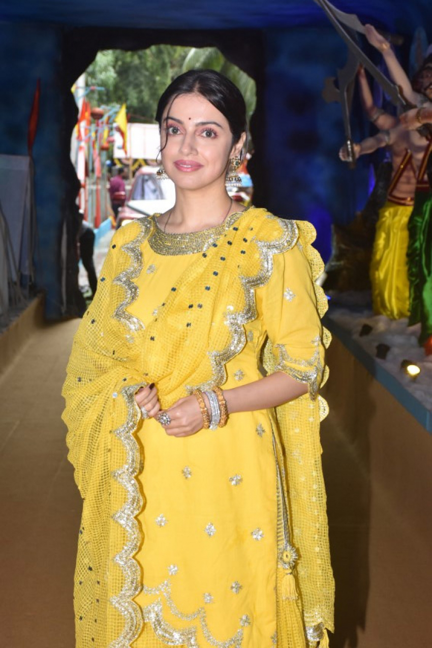 Divya Khosla Kumar & Bhushan Kumar For Ganpati Aarti At Tseries Office Photos