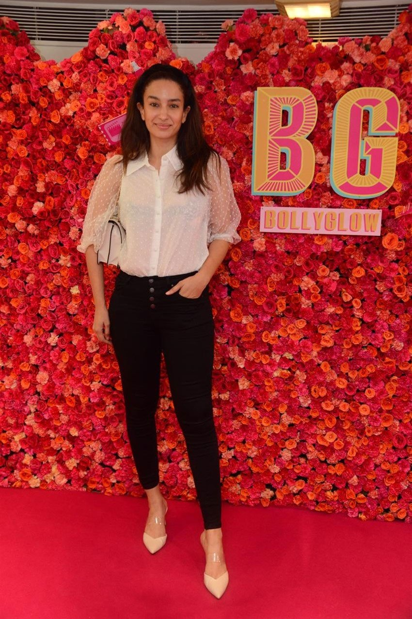 Gauri Khan and Iman Allana At 1 Year Anniversary Celebration Of Brand Bollyglow Photos