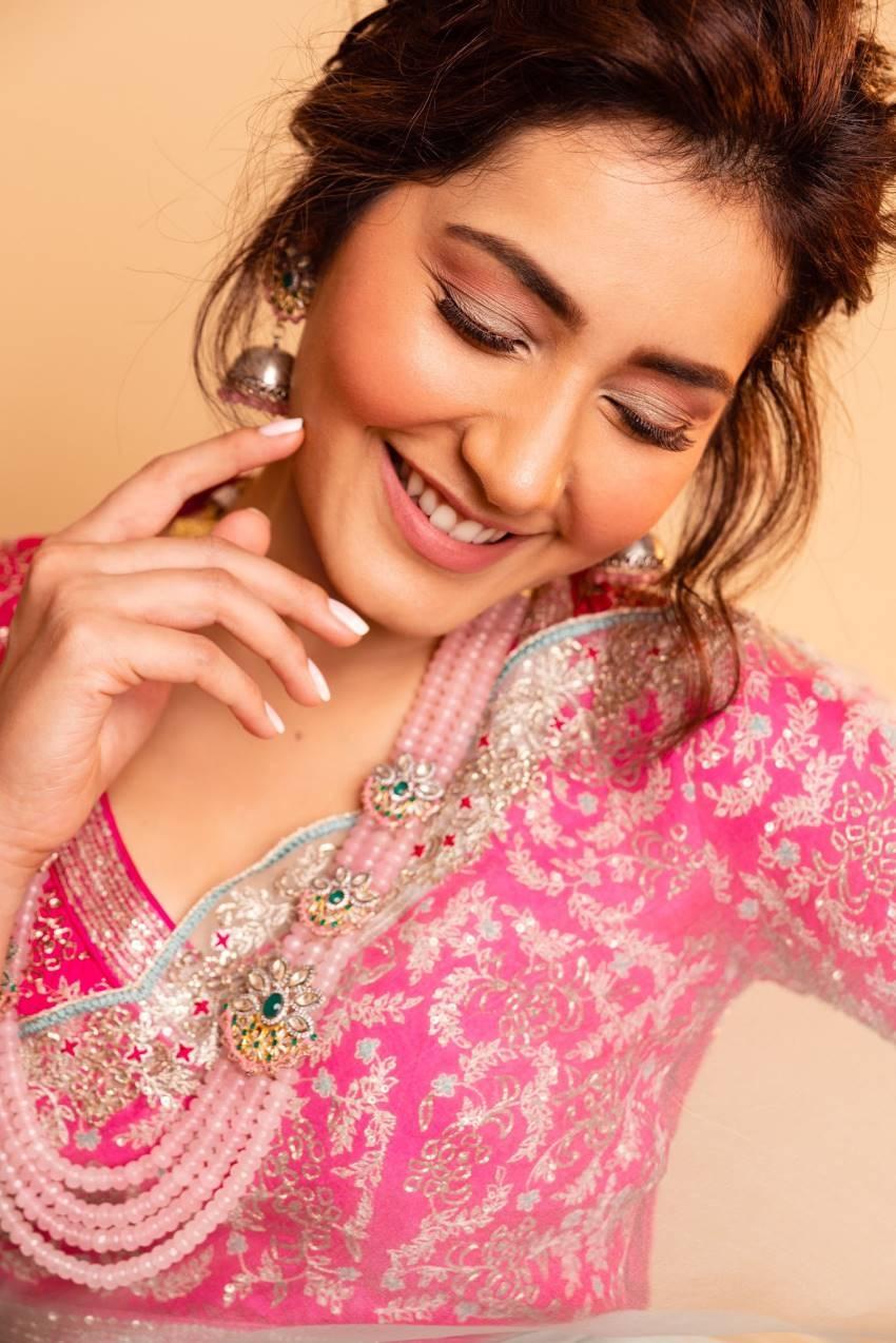 Rashi Khanna Photos
