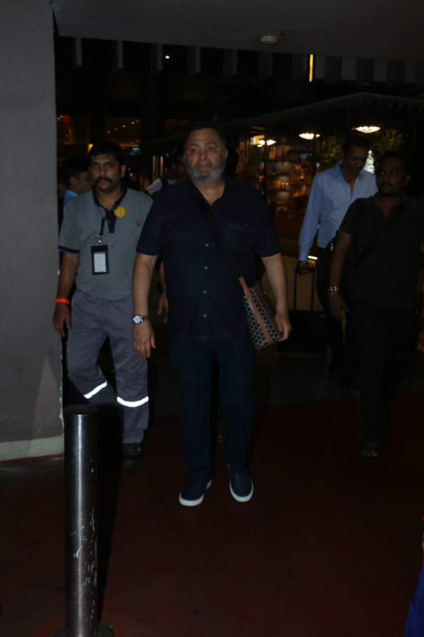 Rishi Kapoor Returns To Mumbai From New York  After Cancer Treatment Photos