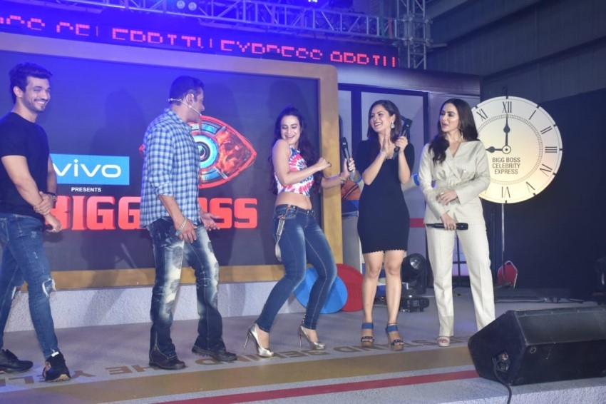 Salman Khan, Ameesha Patel, Sana Khan & Others At Bigg Boss 13 Press Conference Photos