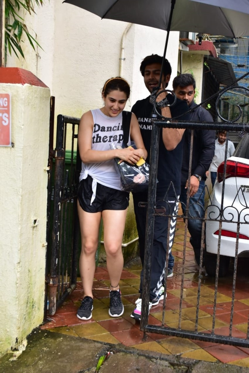 Sara Ali Khan & Kartik Aaryan Spotted Together At Dance Class Photos