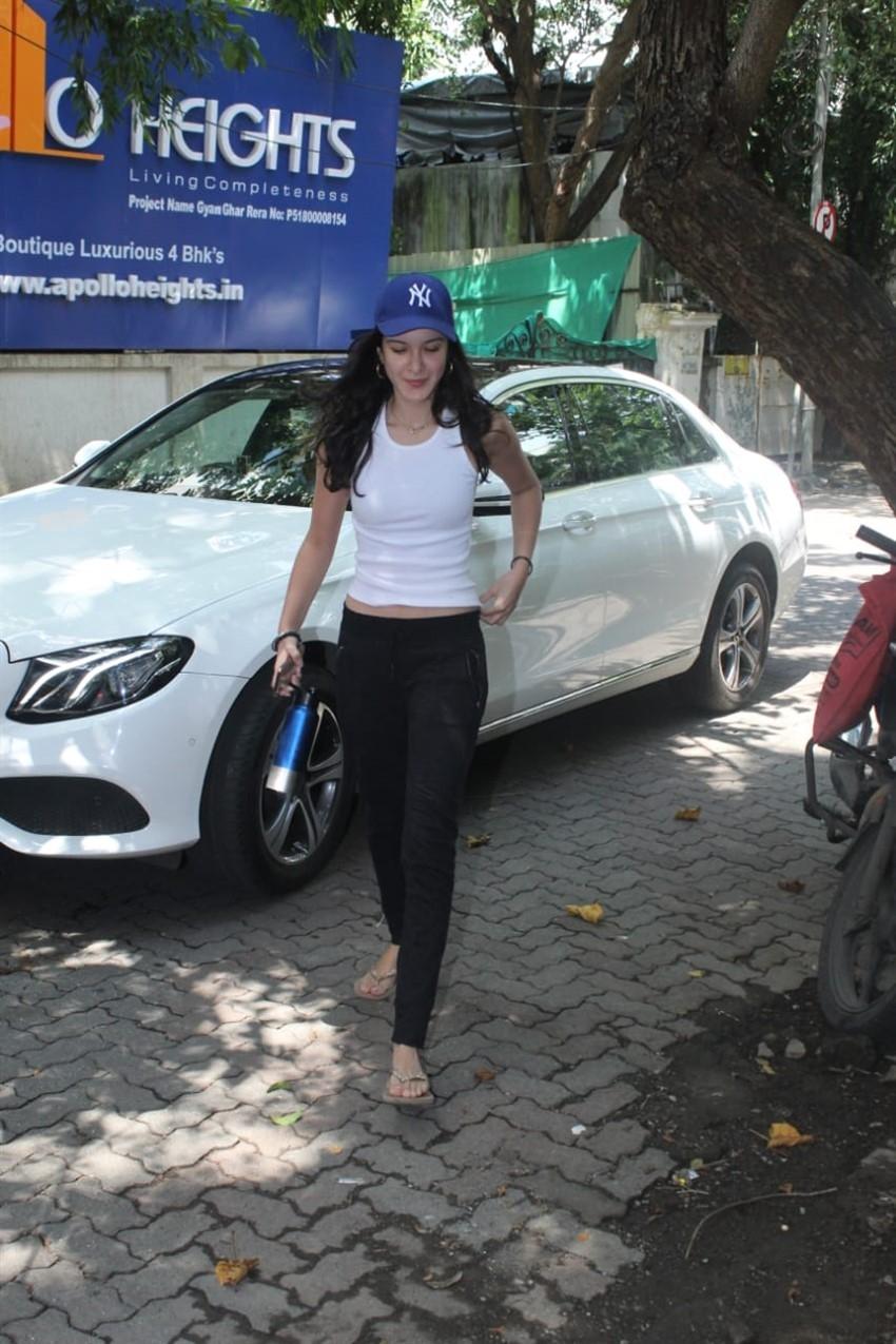 Shanaya Kapoor Spotted At Dance Classes In Khar, Mumbai Photos