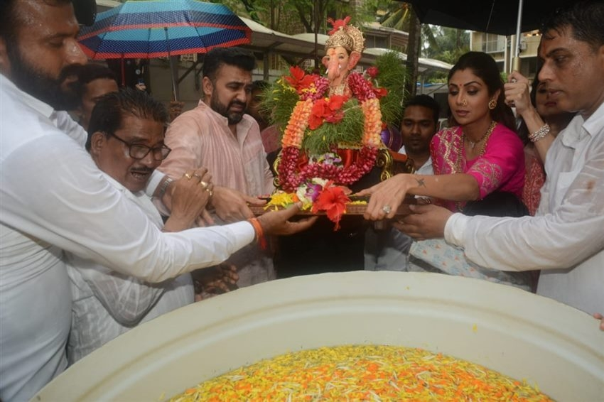 Shilpa Shetty Ganesh Visarjan 2019 Photos