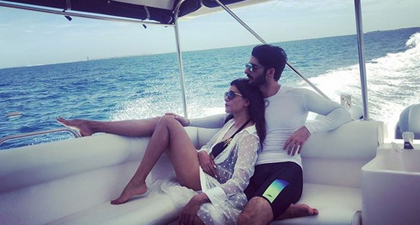 Sushmita Sen With Her BoyFriend  Rohman Shawl Romantic Photos