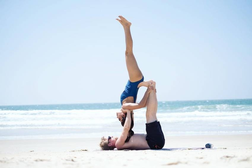 TV Actress Aashka Goradia Yoga Photos Goes Viral On Internet Photos