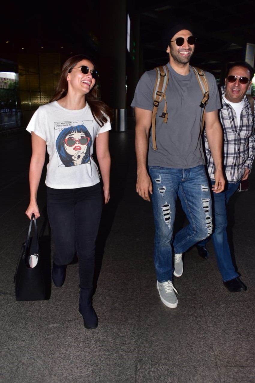 Alia Bhatt & Aditya Roy Kapur snapped at Mumbai Airport Photos
