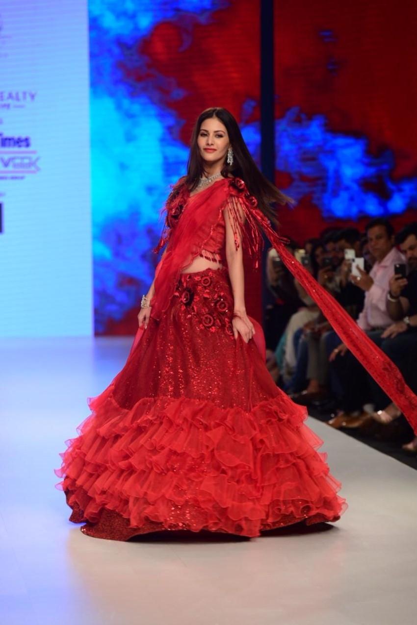 Amyra Dastur Walks The Ramp For Bombay Times Fashion Week 2019 Photos