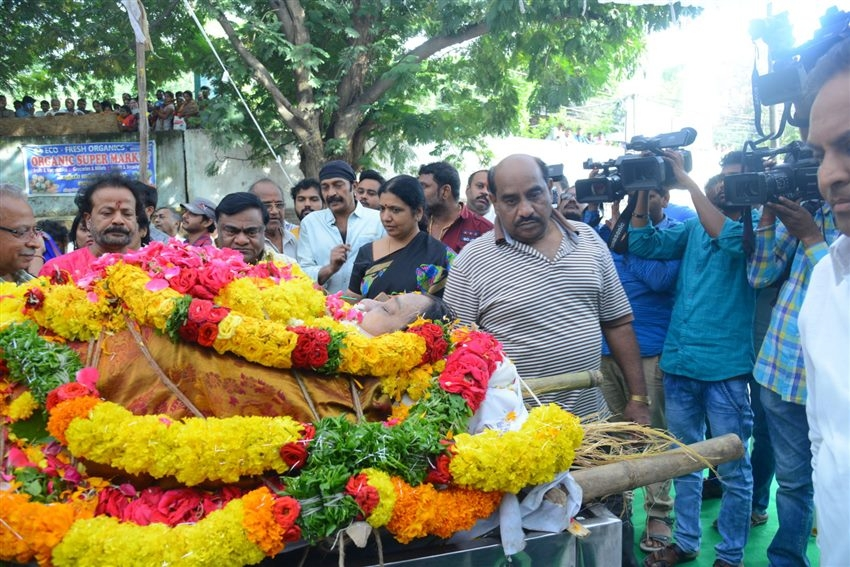 Celebs Pay Last Respect To Geetanjali Ramakrishna Photos