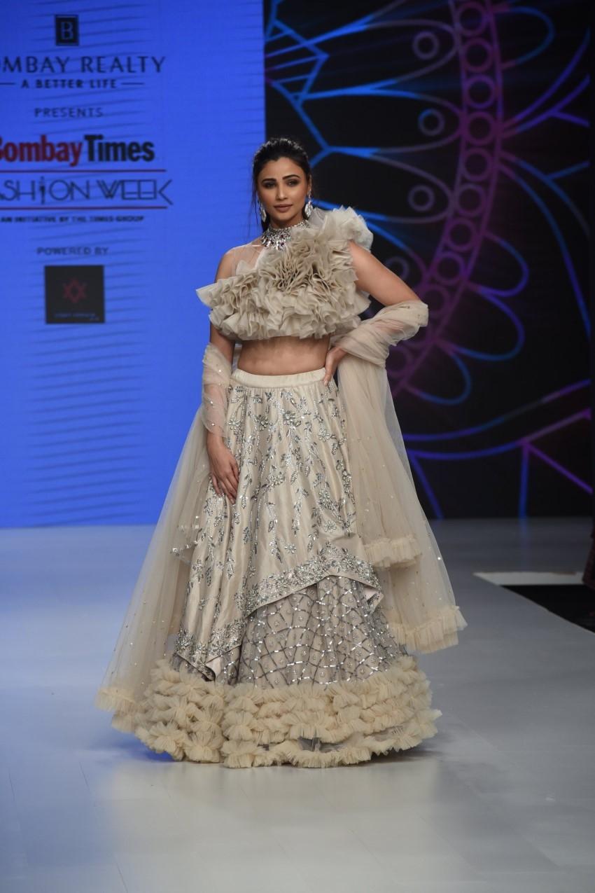 Daisy Shah Walks The Ramp For Bombay Times Fashion Week 2019 Photos