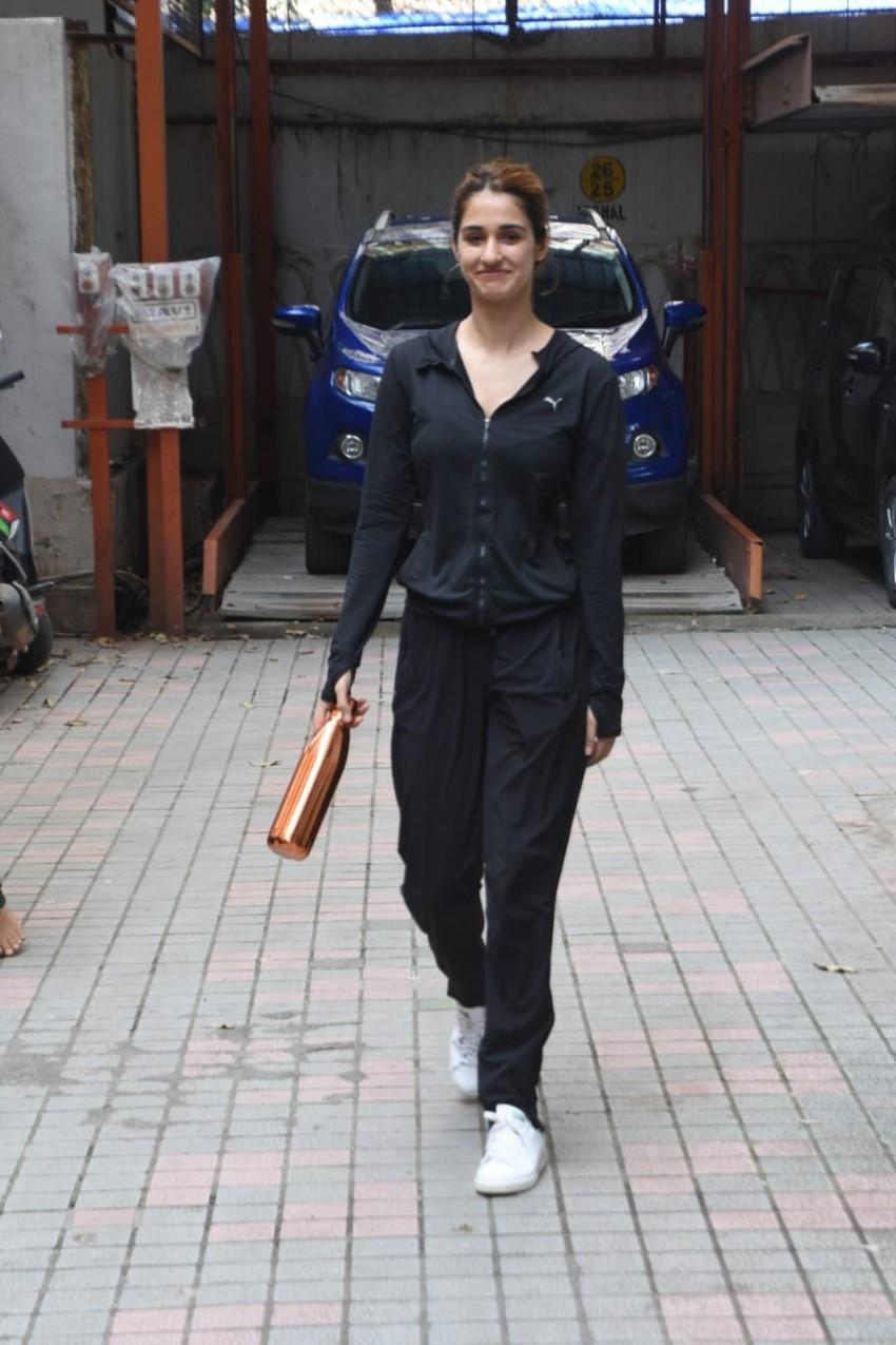 Disha Patani & Tiger Shroff snapped in Mumbai Photos