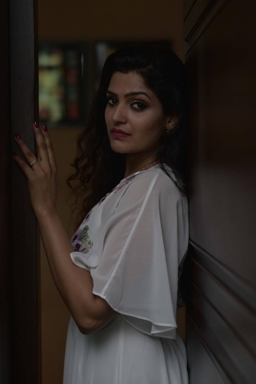 Divya Pillai Photos