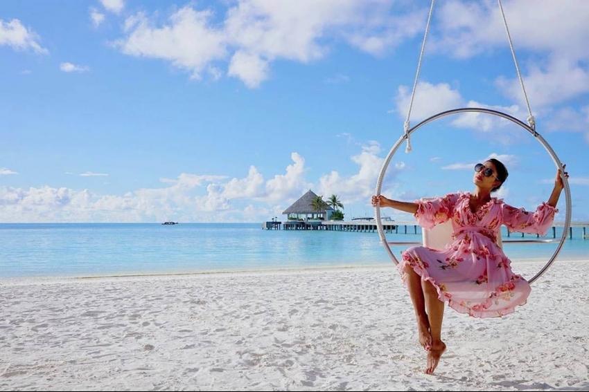 Gurmeet Choudhary & Debina Bonnerjee Holiday In Maldives Goes Viral On Internet Photos