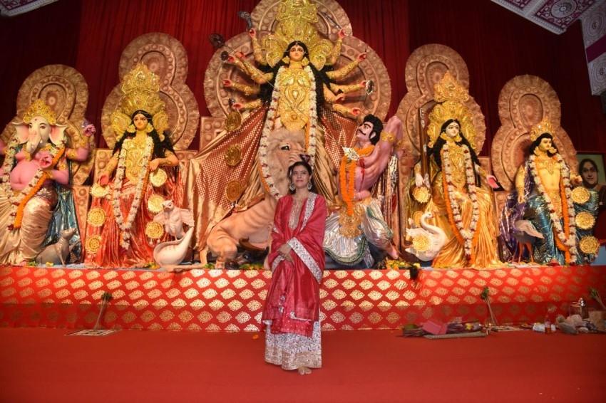 Kajol, Tanishaa Mukerji and Tanuja At Durga Puja In Puna Photos
