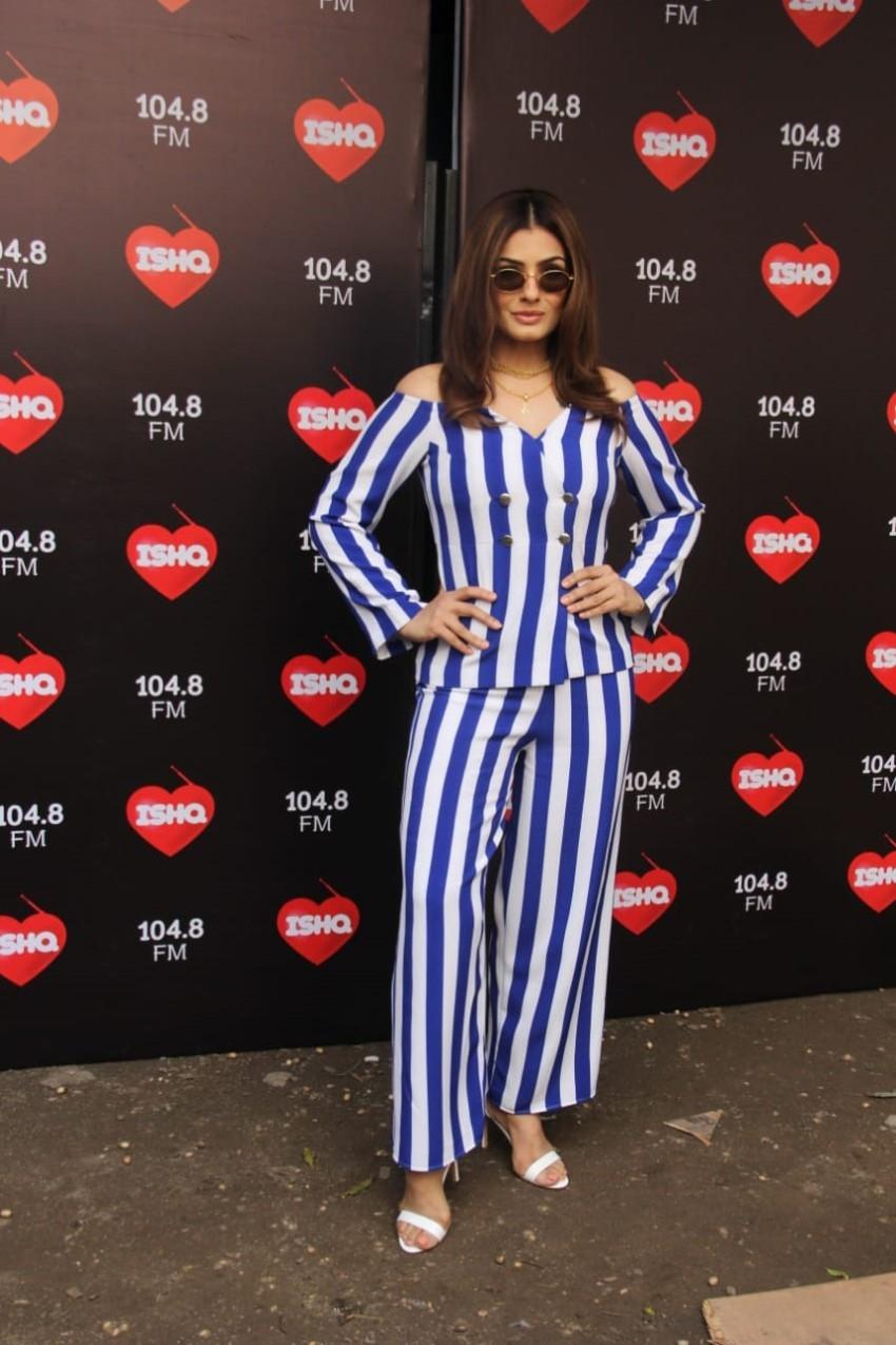 Kartik Aaryan, Kajol & Raveena Tandon At Kareena Kapoor's Chat Show Ishq 104.8 FM Photos