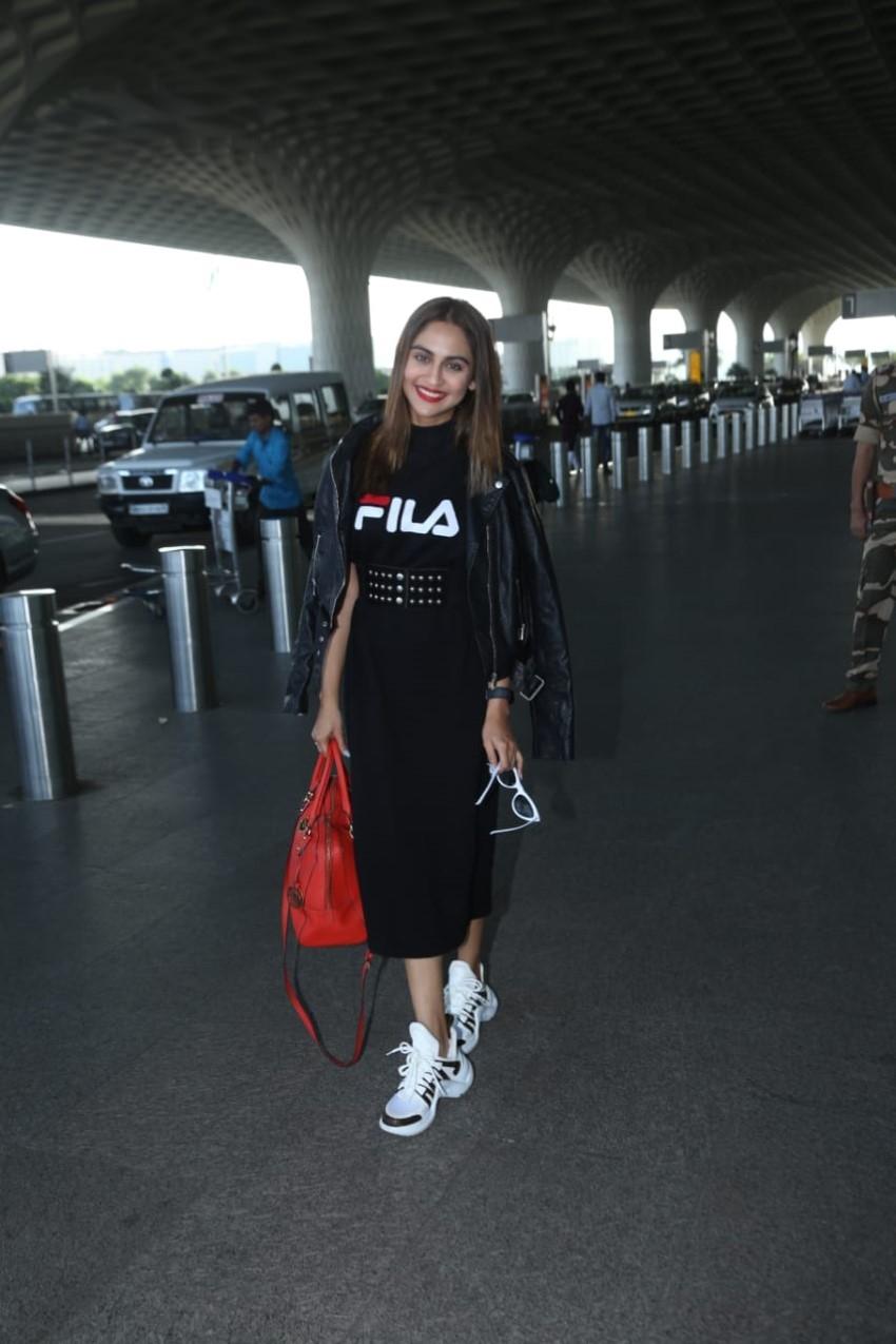 Krystle D'Souza Snapped At Mumbai Airport Photos