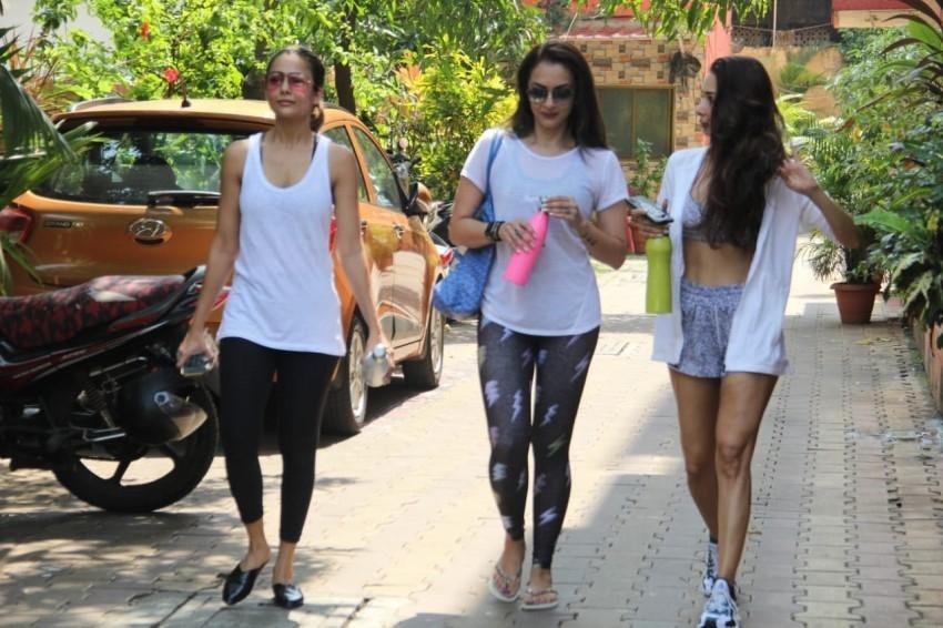 Malaika Arora, Amrita Arora & Seema Khan snapped at Diva Yoga Studio Photos