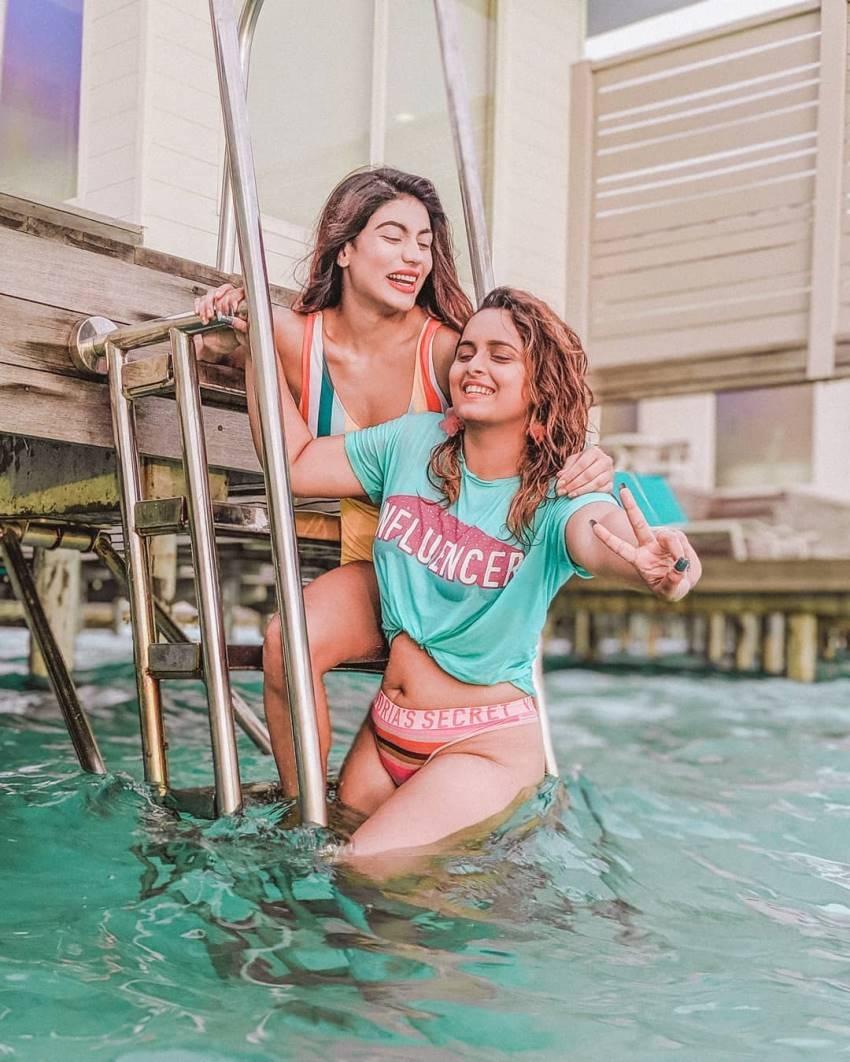 Model Urvi Shetty Enjoys Her Beach Vacation At Maldives In Glamour,Hot Sexy Avtar Photos