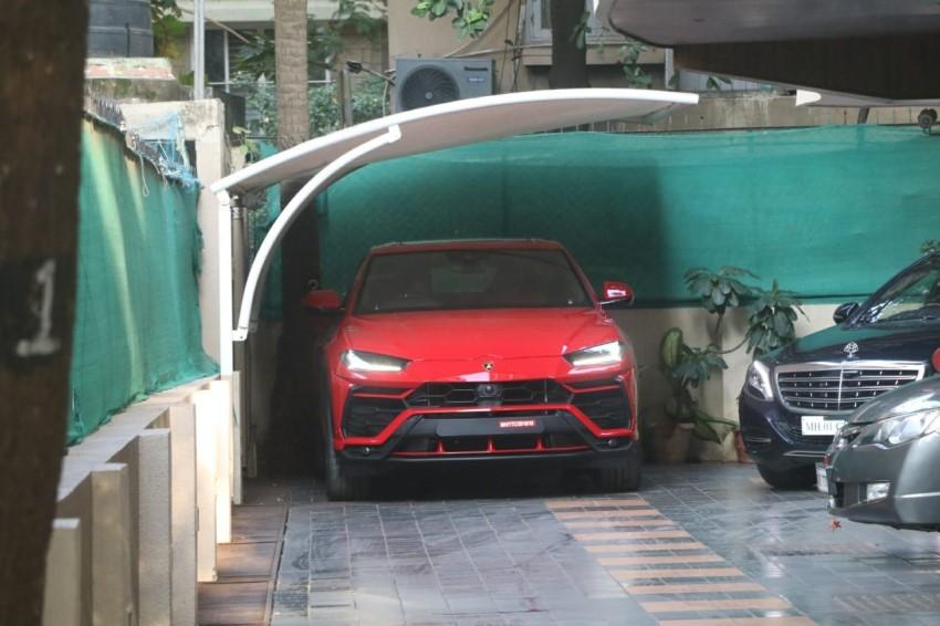 Ranveer Singh snapped driving his new Lamborghini in Mumbai Photos