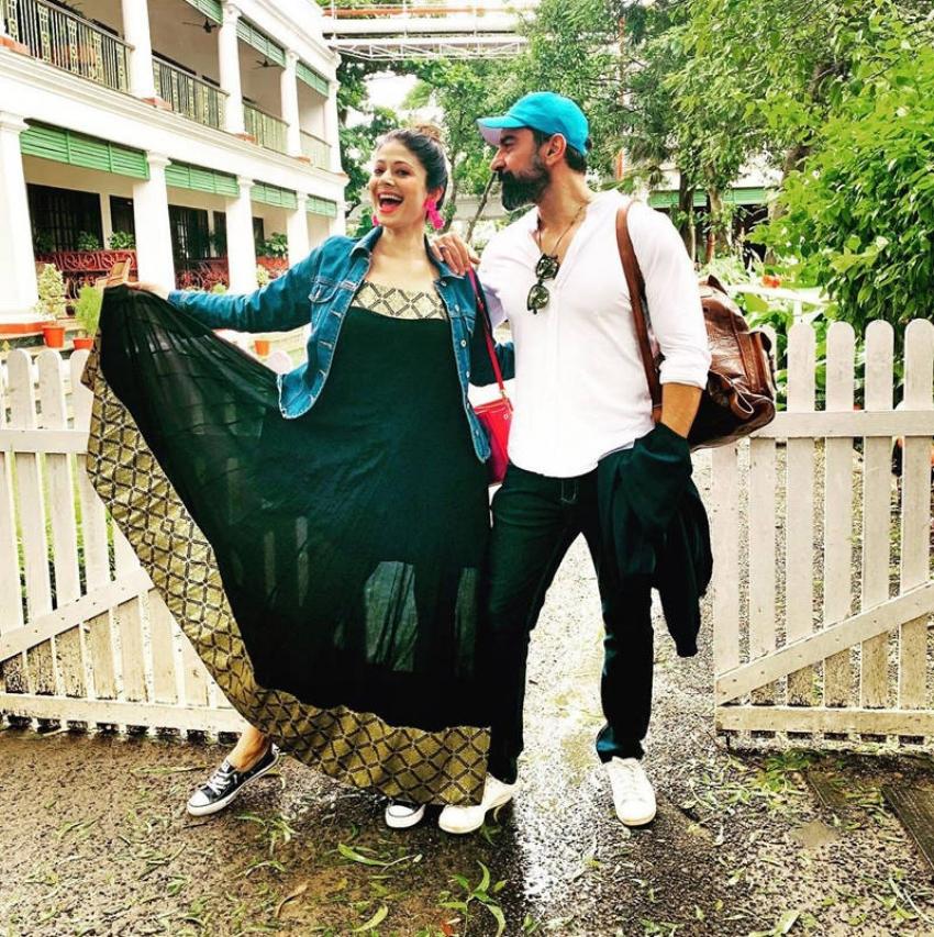 Romantic Moments of Pooja Batra And Nawab Shah Photos