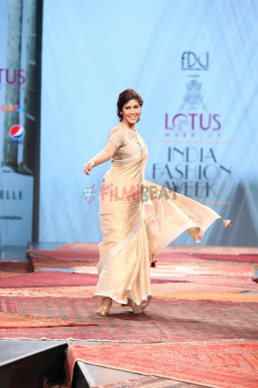 Sakshi Tanwar walked ramp at Lotus India Fashion Week Photos