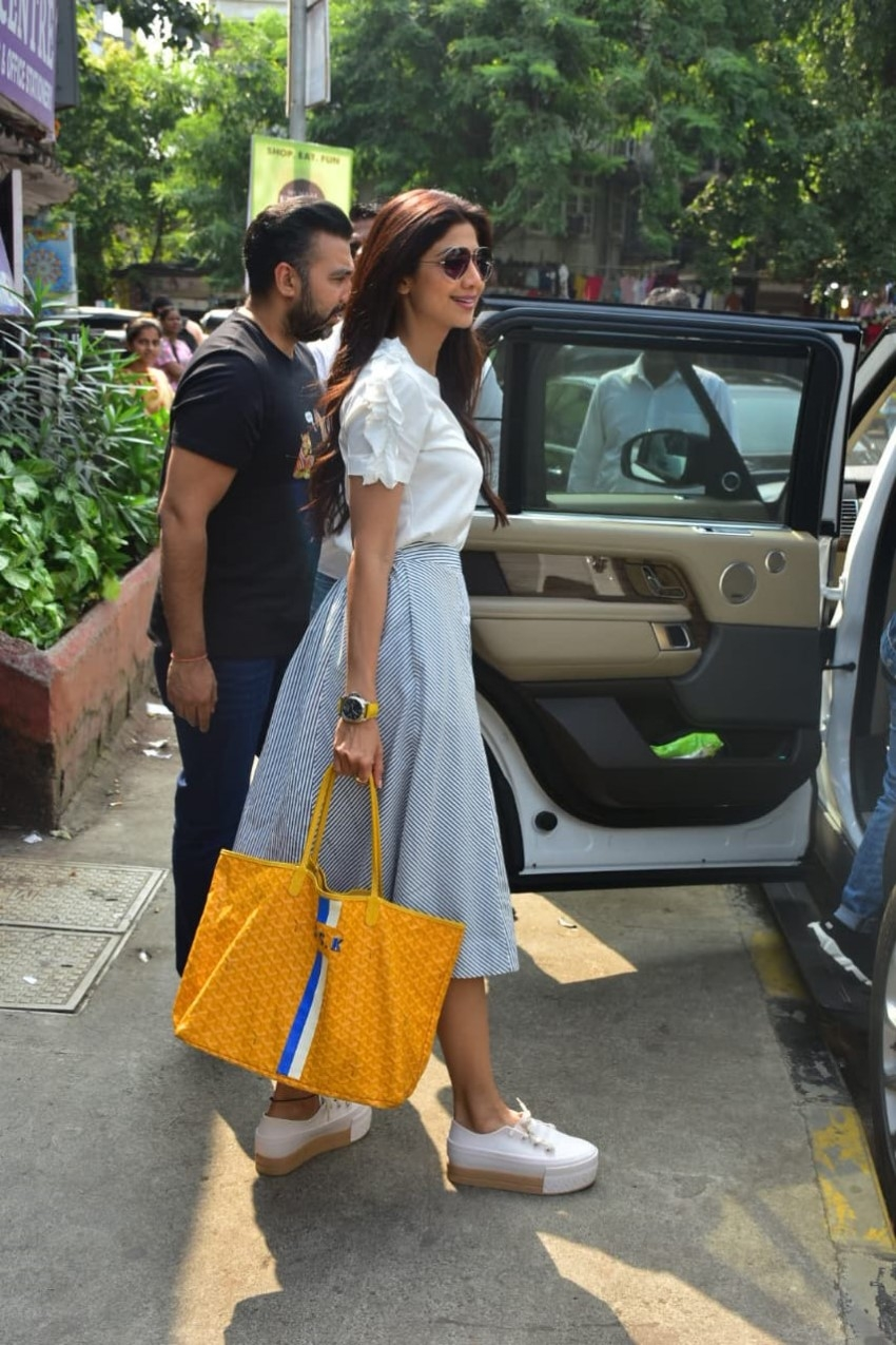 Shilpa Shetty snapped with their family at Bastian in Bandra, Mumbai Photos