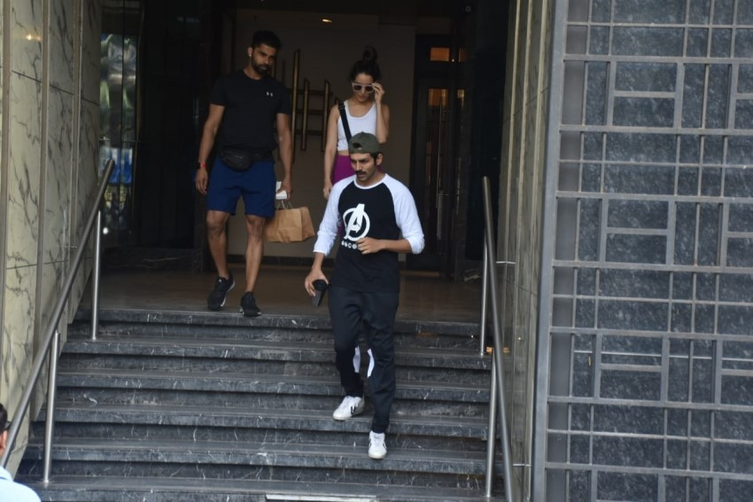 Shraddha Kapoor & Kartik Aaryan Snapped At Gym in Juhu, Mumbai Photos