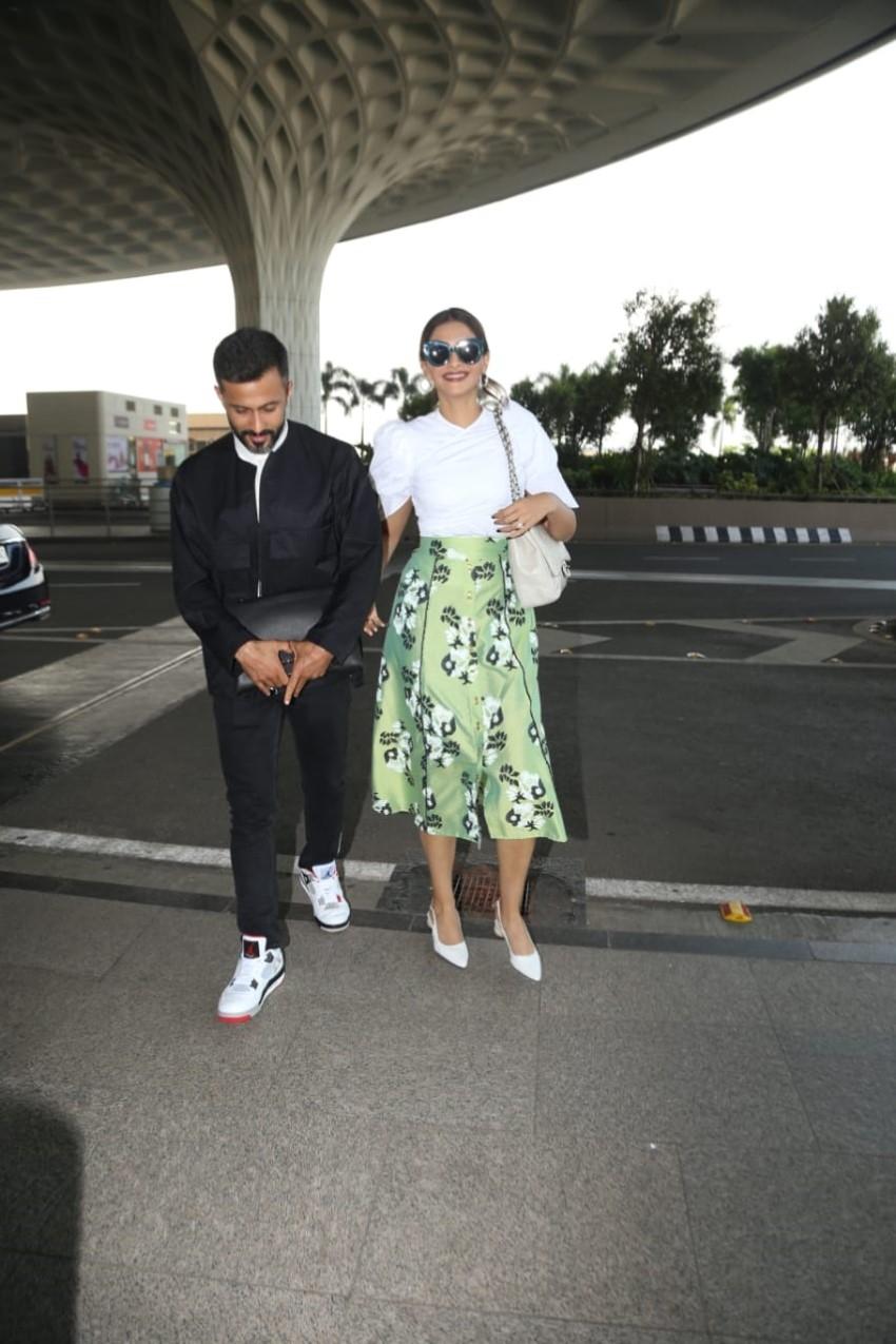 Sonam Kapoor Ahuja and Anand Ahuja snapped at Mumbai Airport Photos