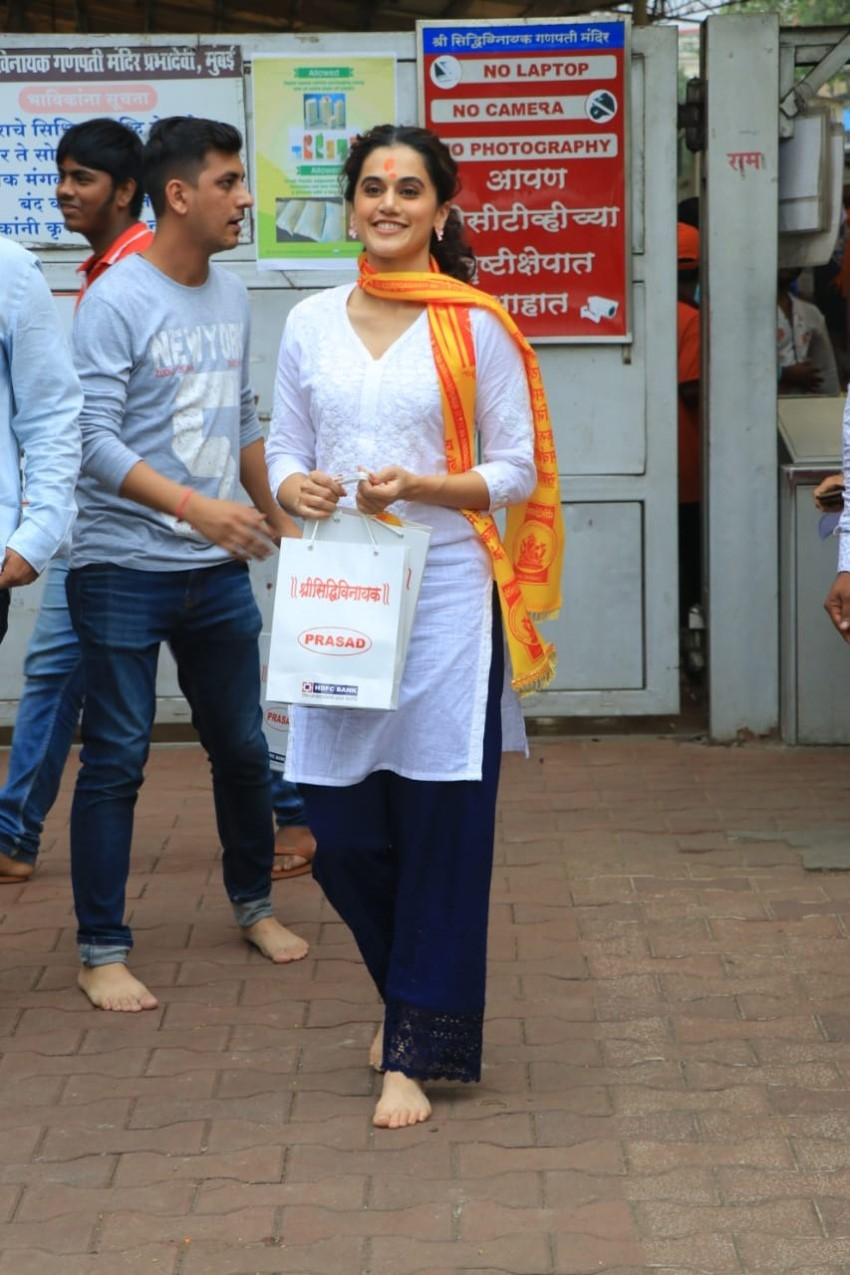 Taapsee Pannu With Her Parents Snapped At Siddhivinayak Temple Photos