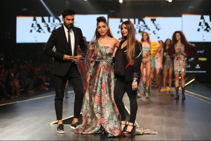 Yami Gautam Walks The Ramp At Lotus Fashion Week 2019 Photos