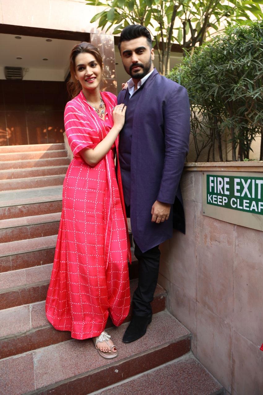 Arjun Kapoor and Kriti Sanon Snapped Promoting Film 'Panipat' In New Delhi Photos