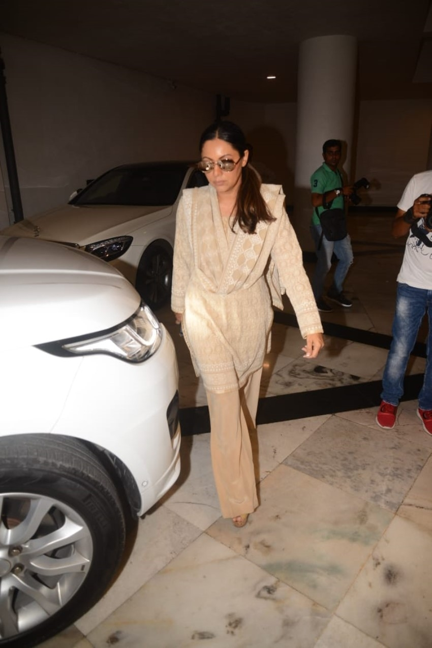 Celebs Pay Last Respect To Manish Malhotra's Father Photos