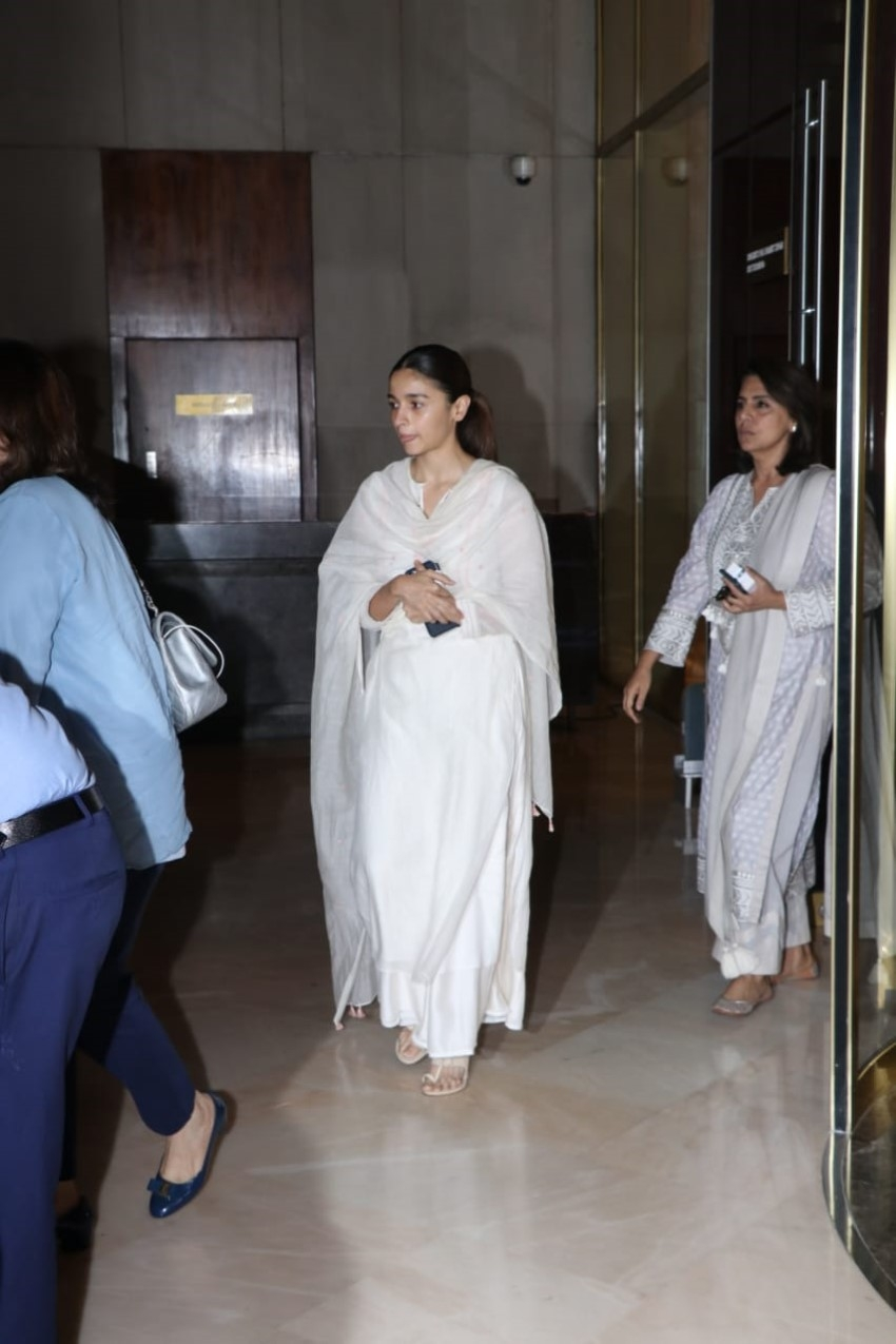 Celebs at the prayer meet for Manish Malhotra's father Suraj Prakash Malhotra Photos