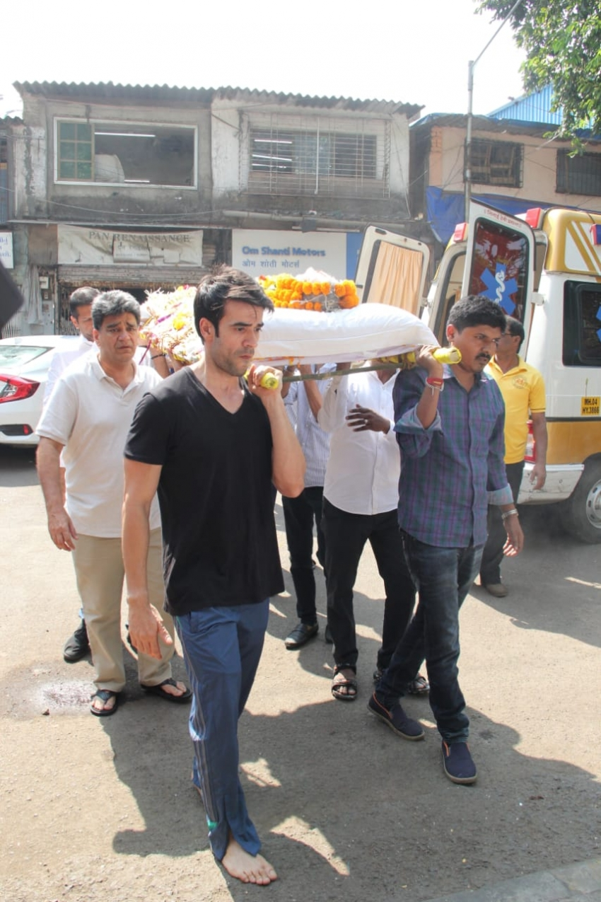 Celebs Visit Manish Malhotra House After Sad Deminse Of His Father Photos