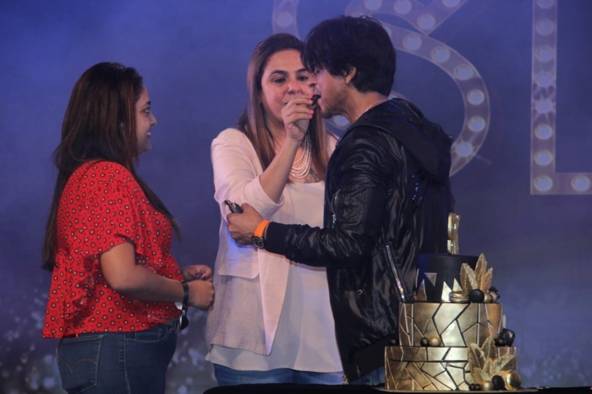 Exclusive : Shah Rukh Khan 54th Birthday Event With Fans Photos