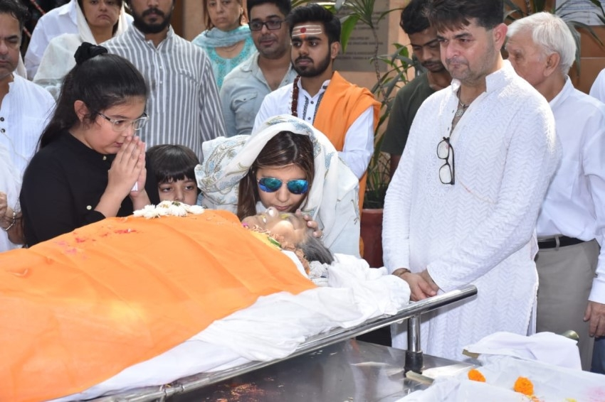 Funeral of Dabboo Ratnani's Mother Photos