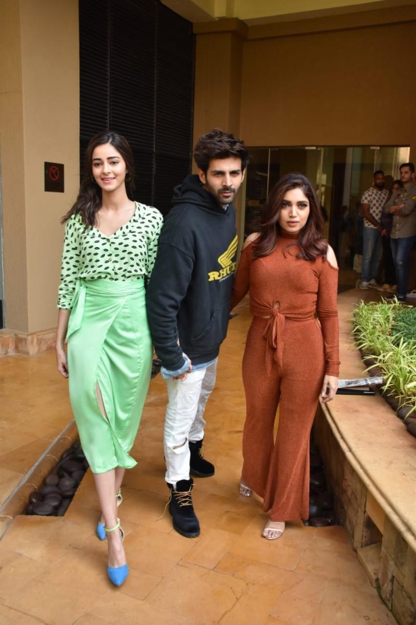 Kartik Aaryan, Ananya Panday & Bhumi Pednekar Snapped Promoting Film 'Pati Patni Aur Woh' Photos
