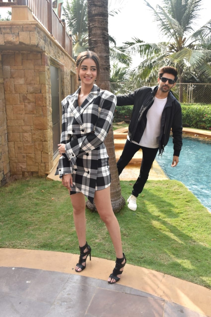 Kartik Aaryan, Ananya Panday & Bhumi Pednekar Snapped Promoting 'Pati Patni Aur Woh' Photos