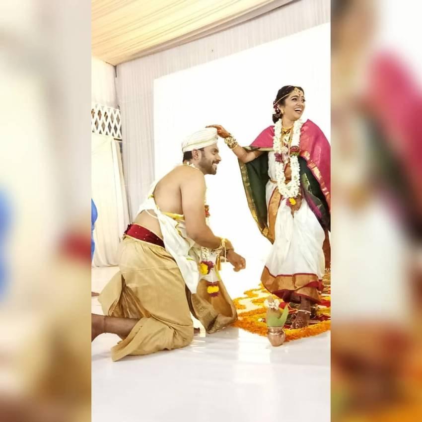 Kulavadhu Fame Dhanya And Akarsh Marriage Photos