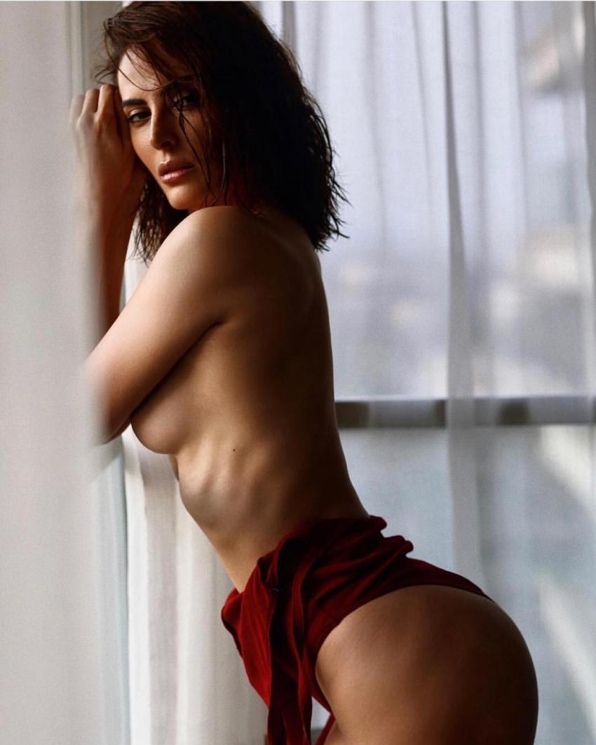 Mandana Karimi Hot Photos