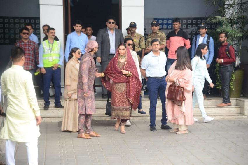 Ranveer Singh & Deepika Padukone Snapped At Mumbai Airport Photos