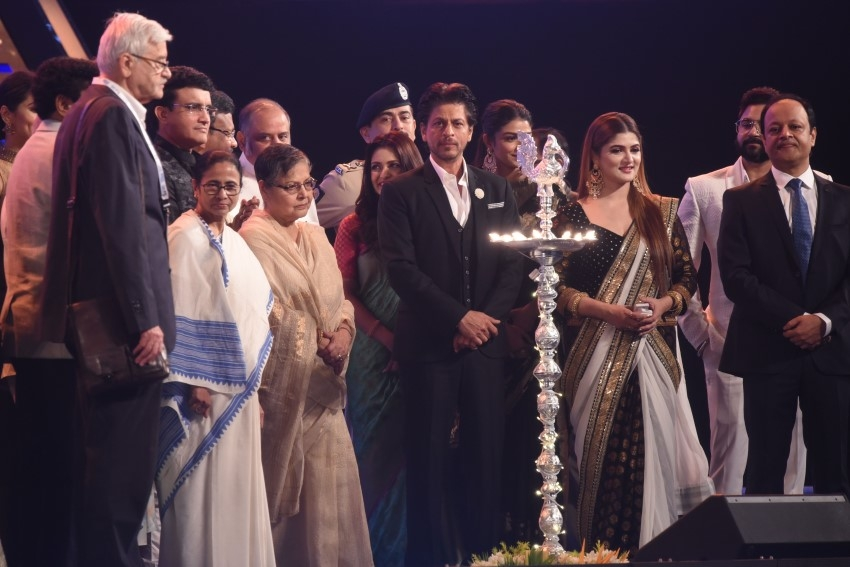 Shahrukh Khan, Mamata Banerjee & Others At The Opening Ceremony Kolkata International Film Festival 2019 Photos