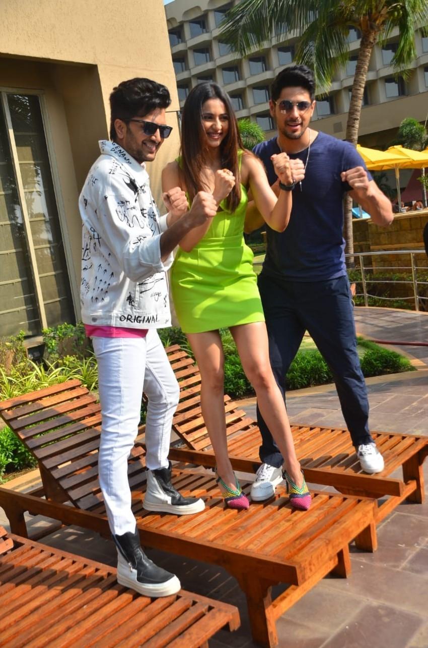 Siddharth Malhotra, Rakul Preet Singh & Riteish Deshmukh snapped promoting the film 'Marjaavaan' Photos