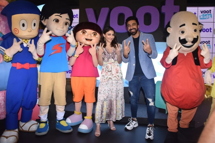 Soha Ali Khan & Aashish Chaudhary Snapped At Launch Of Voot Kids App Photos