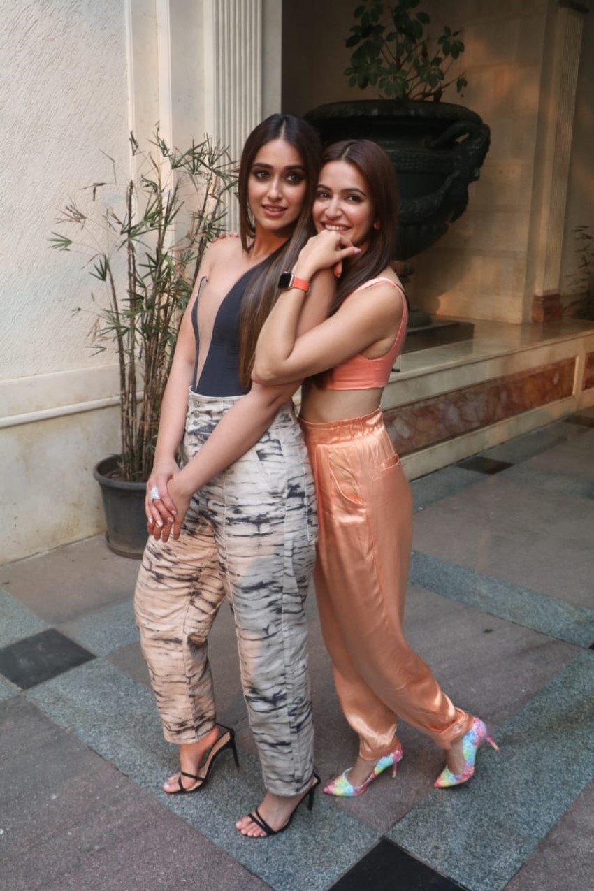 Star Cast of 'Pagalpanti' snapped promoting the film in BKC Photos