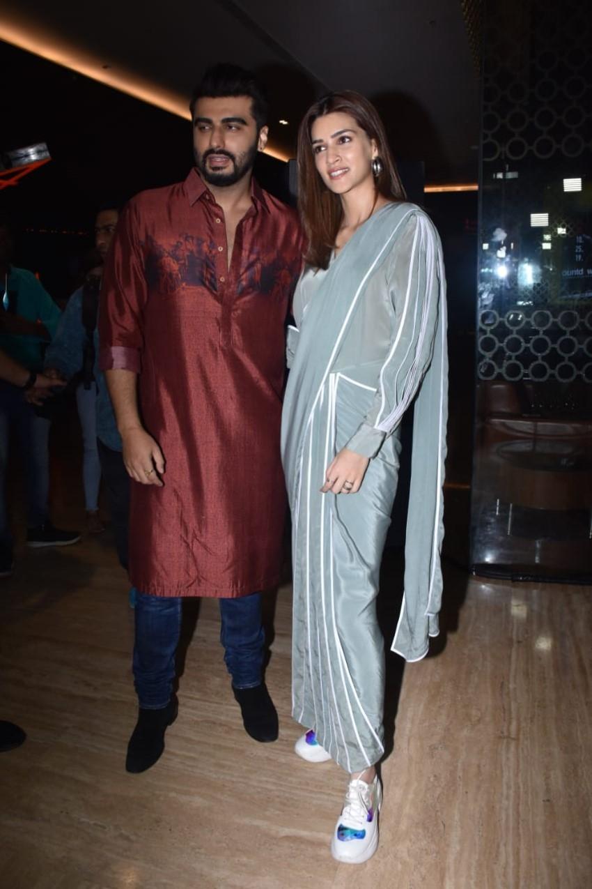 Arjun Kapoor & Kriti Sanon Snapped Promoting Film 'Panipat' In Mumbai Photos